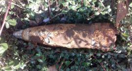Skorodowany pocisk z czasów II wojny światowej znaleziony na podwórku przy Czerniakowskiej