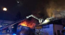 Pożar warsztatu samochodowego na Służewie, od którego zajął się budynek mieszkalny