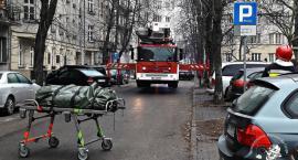 Próbował skoczyć z dachu budynku przy Chocimskiej 35, ale… na szczęście – zrezygnował