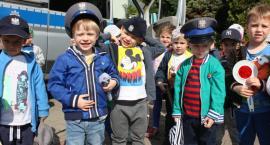 Dzieciaki z przedszkola Służewiaczek odwiedziły mokotowskich policjantów