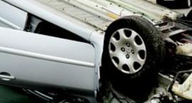 Dachowanie samochodu przed Galerią Mokotów na ul. Wołoskiej na skutek zderzenia dwóch aut