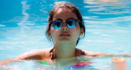 27-letni podglądacz filmował sportową kamerką w szatni na basenie rozbierającą się 28-latkę