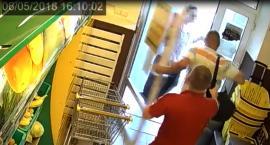 Bezczelny złodziej, który nie tylko kradł, ale – przyłapany – okładał personel sklepów pięściami!