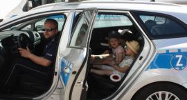 Dzień Dziecka na komendzie policji. Trzylatki z przedszkola ForKids w radiowozie i nie tylko