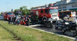 Na ul. Powsińskiej samochód zajechał drogę motocyklistce. Sprawca wypadku – zbiegł!