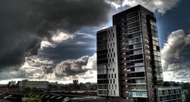 Silne burze z piorunami, intensywne opady deszczu, a nawet grad i… spory spadek temperatury