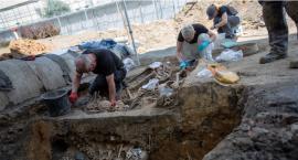 Kolejny masowy grób odkryty na terenie dawnego aresztu śledczego przy ul. Rakowieckiej