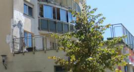 Pożar przy ul. Bukowińskiej: na pierwszym piętrze, na tarasie, płonęły różne materiały i elewacja