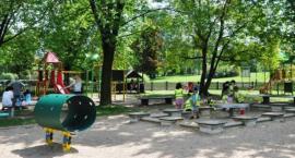 Dwaj pedofile grasują po Polu Mokotowskim, obnażając się w pobliżu placu zabaw