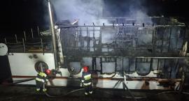 Spłonęła barka restauracyjna w Porcie Czerniakowskim (fotorelacja)