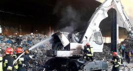 Pożar koparki w spalarni śmieci przy ul. Zawodzie, na granicy Mokotowa i Wilanowa