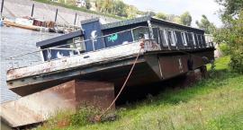 Właściciel barki porzuconej na wodach Portu Czerniakowskiego pilnie poszukiwany!