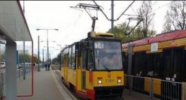 Mężczyzna wybił szybę w tramwaju nr 14 na przystanku tramwajowym Rakowiecka przy ul. Puławskiej