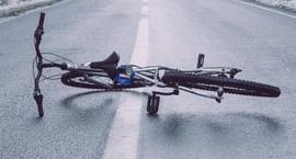 Rowerzysta potrącony przez kierowcę toyoty na ul. Wołoskiej na zielonym świetle dla niego