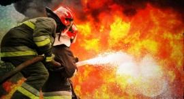 Spłonęło mieszkanie w kamienicy przy ul. Kwiatowej. Dziewięć osób trafiło do szpitala