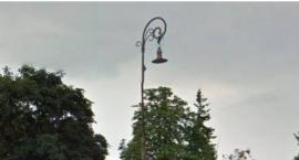 Z rogu Suligowskiego i Nowosieleckiej zniknęła zabytkowa latarnia. Gdzie jest?