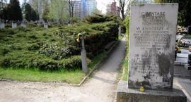Wszystkich Świętych: zapomniany (?) cmentarz przy ulicy Wałbrzyskiej, chociaż nie taki stary...