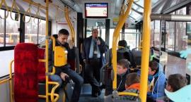 W zajezdni na Woronicza policjanci uczyli młodzież zasad bezpieczeństwa w autobusach