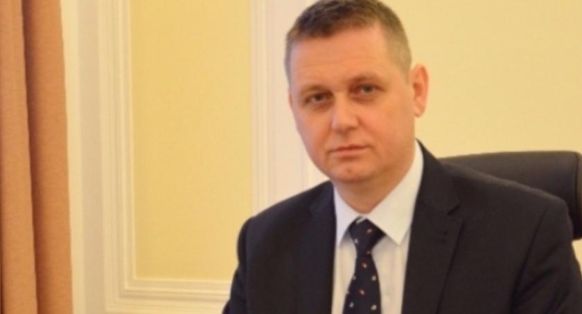 Informacje z Radomia i okolic , prezydent Witowski podpisuje Rezygnacja ubiegania - zdjęcie, fotografia