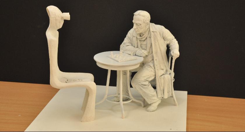 Ważne, Wybrano projekt rzeźby Gombrowicza która stanie radomskim deptaku [FOTO] - zdjęcie, fotografia