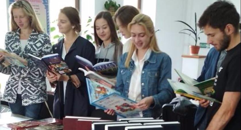 Ważne, Sukces akcji Stowarzyszenia Kukiz Pierwsze książki Białorusi! [FOTO] - zdjęcie, fotografia