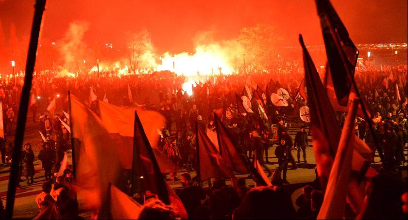 Wydarzenia, Radomski wyjazd Marsz Niepodległości - zdjęcie, fotografia
