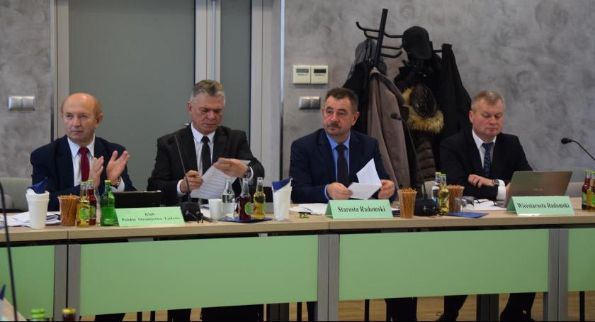 Powiat Radomski, Sesja Powiatu Nieoczekiwany punkt obradach burzliwa dyskusja [FOTO] - zdjęcie, fotografia