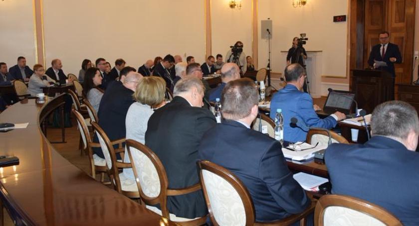 Informacje z Radomia i okolic , Zaskakująca decyzja radnych Budżet Miasta Radomia został zatwierdzony [FOTO] - zdjęcie, fotografia