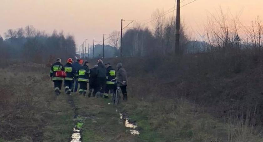 Powiat Radomski, Tonący mężczyzna uratowany przez czujnego pasażera pociągu - zdjęcie, fotografia