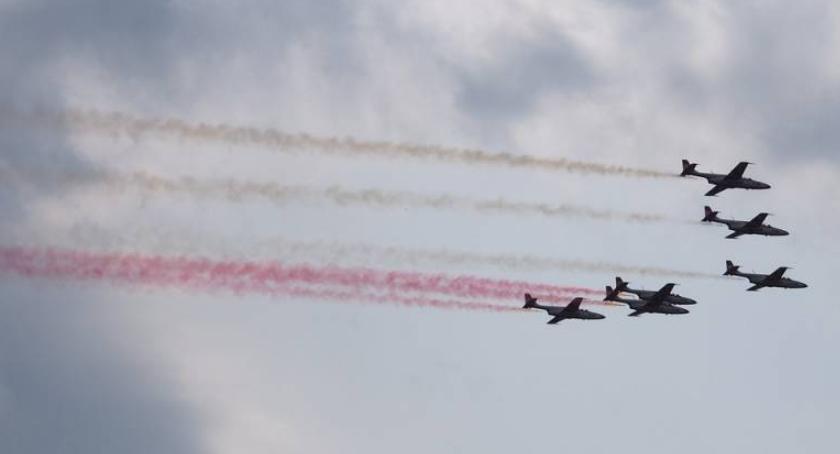 """Ważne, Tegoroczne """"Air Show"""" częścią obchodów lecia polskiego lotnictwa wojskowego - zdjęcie, fotografia"""