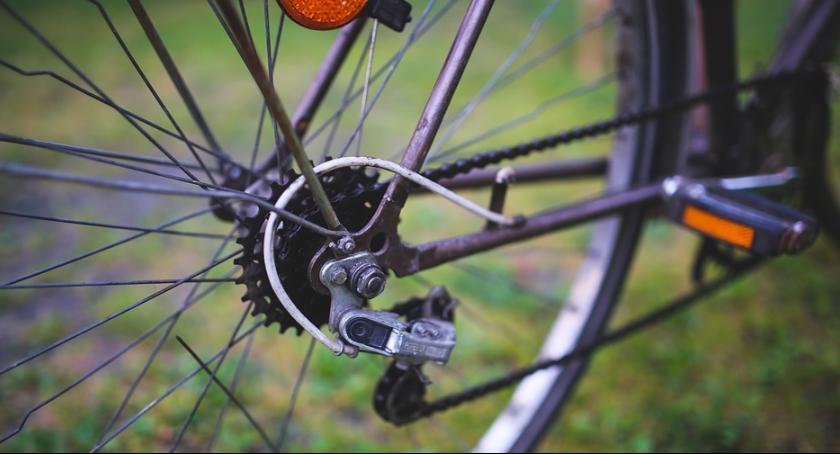 Wypadki, Potrącenie rowerzystki ulicy Pułaskiego - zdjęcie, fotografia