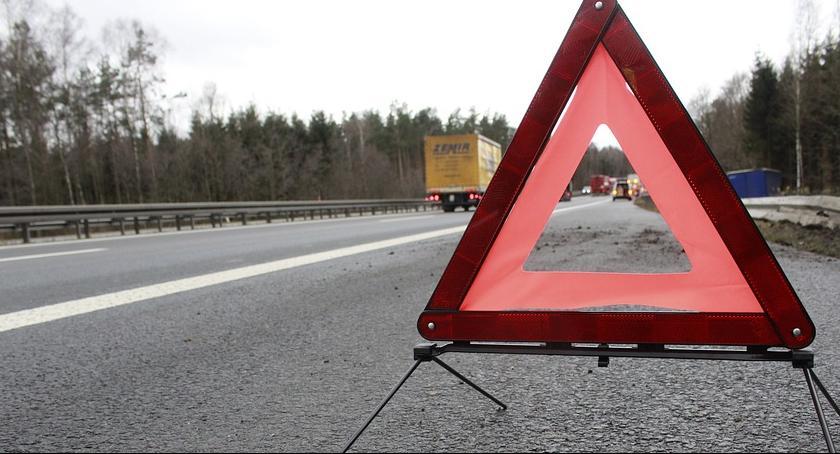 Wypadki, Zderzenie samochodów krajowej Utrudnienia ruchu - zdjęcie, fotografia