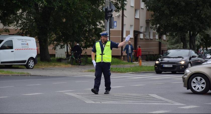 Policja Radom/Policja Mazowiecka, Kierowanie ruchem wiedza teoretyczna czyli konkurs Policjanta Ruchu Drogowego - zdjęcie, fotografia