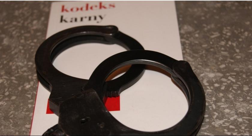 Kronika kryminalna, Starsze małżeństwo zamknęło drzwi mieszkaniu Zostali okradzeni - zdjęcie, fotografia