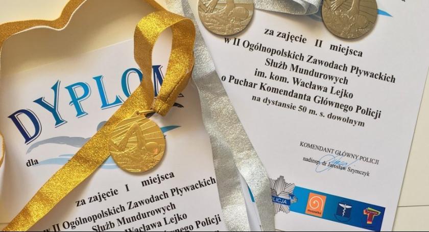 Policja Radom, Sukces radomskiego antyterrorysty zawodach pływackich - zdjęcie, fotografia