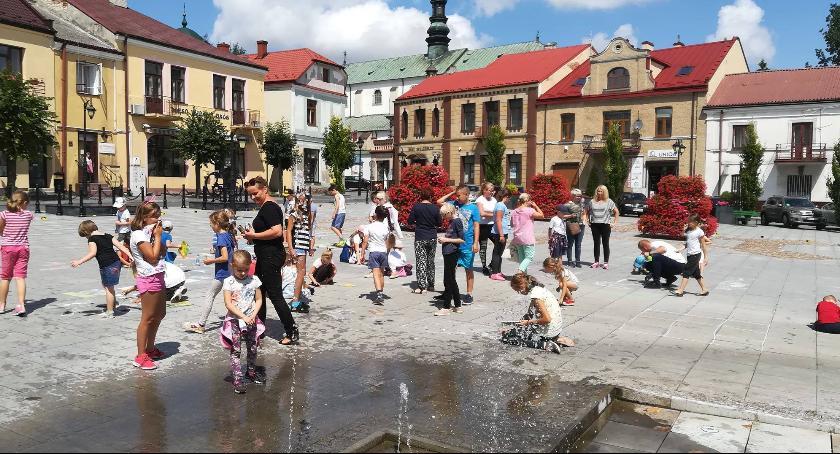 Powiat Radomski, Wielkie malowanie rynku Iłży - zdjęcie, fotografia