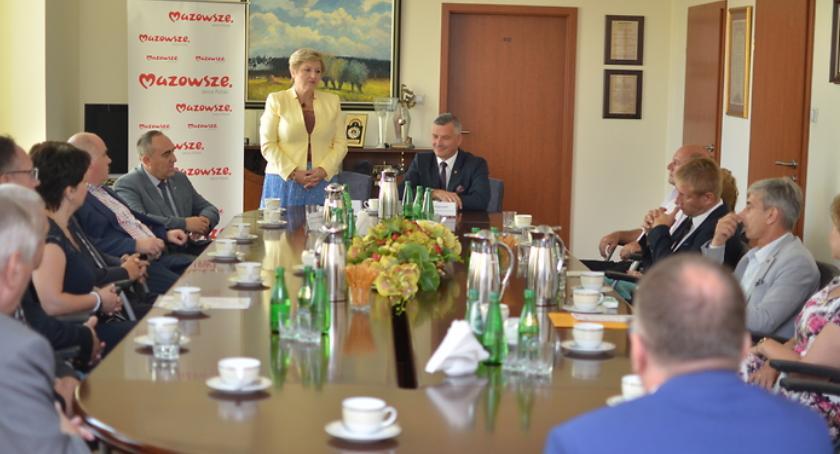 Sport - Inne, Mazowsze inwestuje sport Pierwsze umowy realizację projektów sportowych podpisane - zdjęcie, fotografia