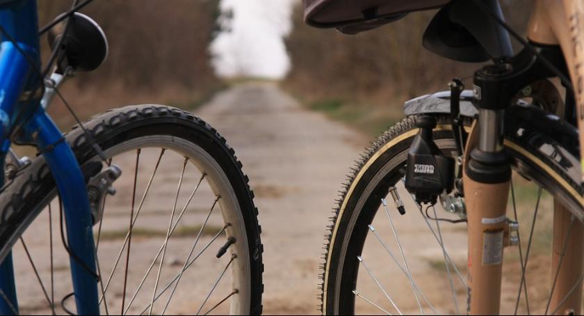 Komunikaty i ogłoszenia, Utrudnienia podczas przejazdu rowerzystów - zdjęcie, fotografia