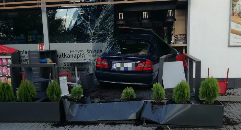 Wypadki, Kolizja stacji benzynowej - zdjęcie, fotografia