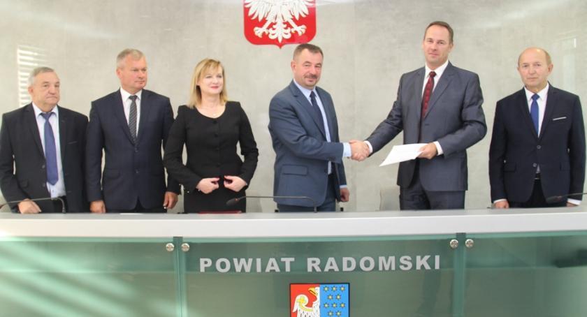 Powiat Radomski, Podpisano umowę rozbudowę dróg powiatowych [FOTO] - zdjęcie, fotografia