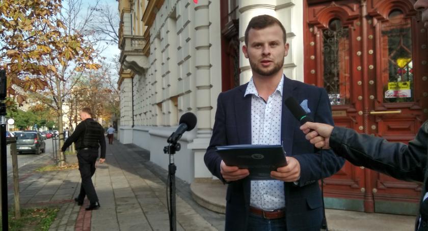 Ważne, Wytoczony proces polityczną Wojciech Skurkiewicz toczącym procesie wyborczym - zdjęcie, fotografia