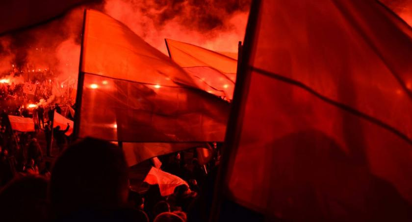 Ważne, Marsz Niepodległości zakazany demokracją przestrzeganiem konstytucji - zdjęcie, fotografia