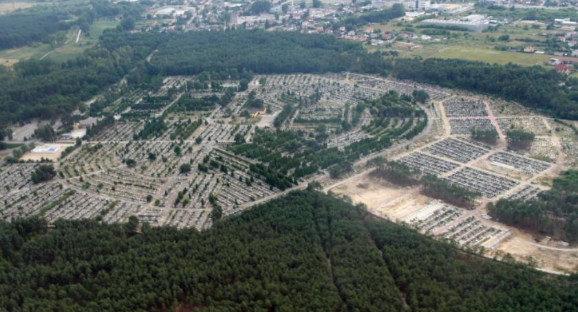 Informacje z Radomia i okolic , Dyrektor cmentarza odwołany - zdjęcie, fotografia