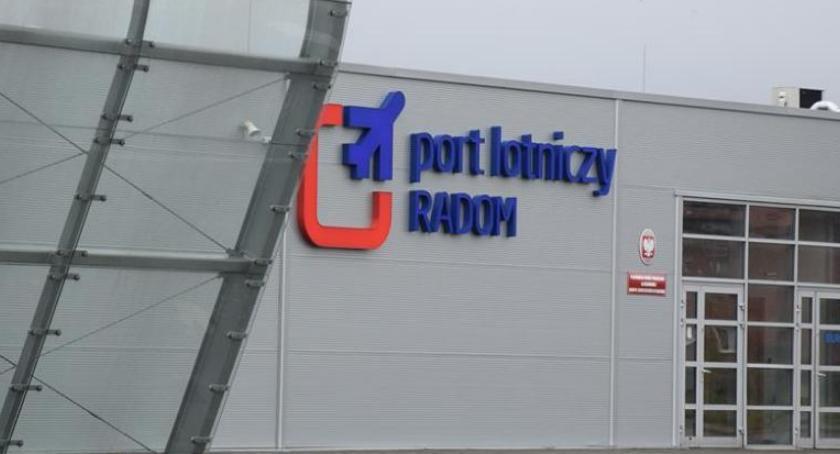 Inwestycje, ogłosiło przetarg wydłużenie drogi startowej radomskiego lotniska - zdjęcie, fotografia