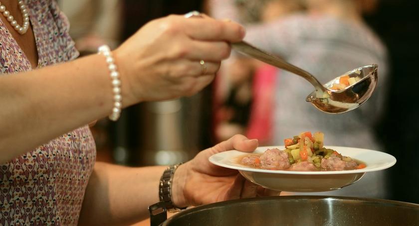 Informacje z Radomia i okolic , Ciepły posiłek bezdomnych - zdjęcie, fotografia