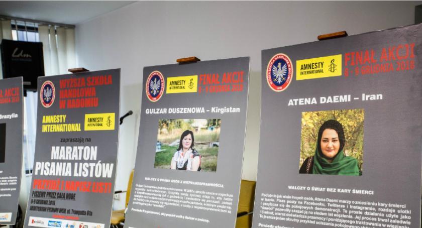 Informacje z Radomia i okolic , Pisanie listów obronie człowieka - zdjęcie, fotografia