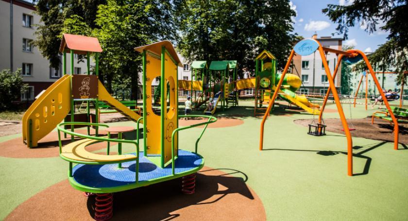 Inwestycje, Powstaną place zabaw siłownie - zdjęcie, fotografia