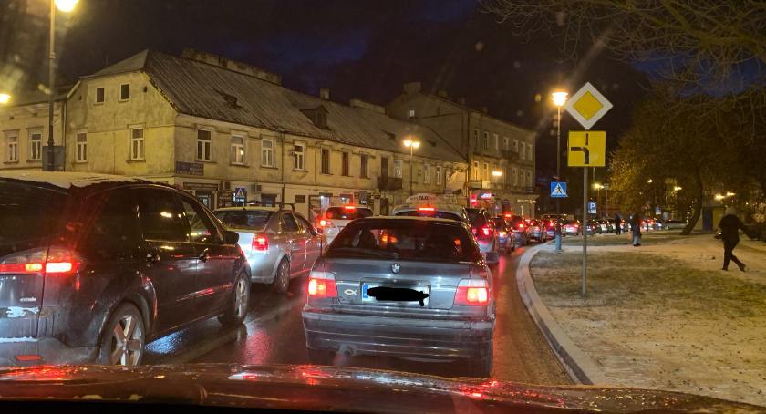 Wydarzenia, Tragiczna sytuacja radomskich drogach [FOTO] - zdjęcie, fotografia