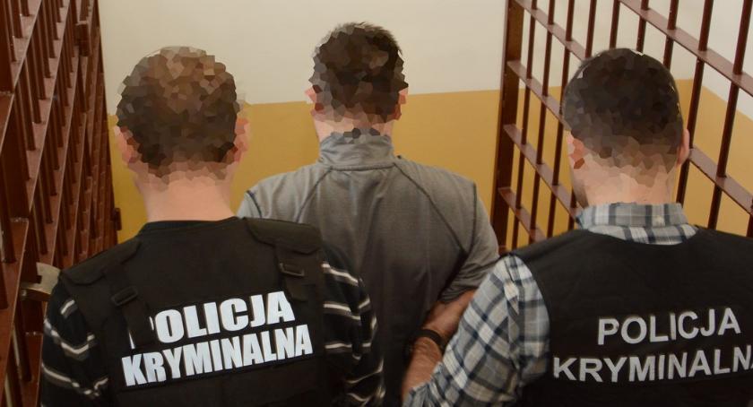 Kronika kryminalna, Groził prezydentowi Radomia Został zatrzymany dzięki współpracy policjantów Radomia Gdańska - zdjęcie, fotografia