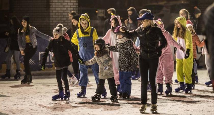 Sport - Inne, Piżama Party lodowisku - zdjęcie, fotografia